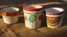 Resultado de imagen para pasta piedra macetas Pasta Piedra, Painted Pots, Coffee Cans, Crochet, Crafts, Handmade, Diy, Decorations, Pretty