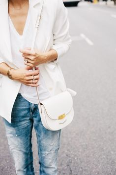 bright up your day with your favourite outfit - we like the combination of white pieces | Outfit Inspiration
