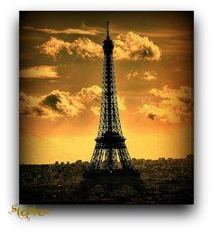 La Tour eiffel sunrise