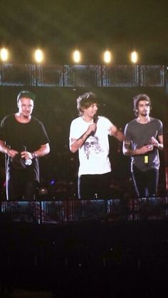 One Direction on stage at the Rose Bowl Stadium in Pasadena, California (12/09/2014)