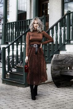 Silk skirt midi long fall look black a-line skirt outfit Sil.- Silk skirt midi long fall look black a-line skirt outfit Silk slip bias black wear street style looks Silk fall trends long women skirt Top 20 Outfits von 2018 Mode Outfits, Winter Outfits, Casual Outfits, Fashion Outfits, Womens Fashion, Fashion Clothes, Skirt Outfits, Ladies Fashion, Casual Shoes