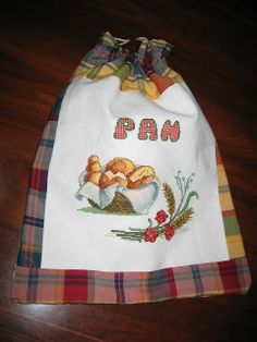 Bolsa de pan Diy And Crafts, Crafts For Kids, Bread Bags, Embroidery Bags, Patchwork Bags, Fall Harvest, Apron, Minnie Mouse, Sewing Projects