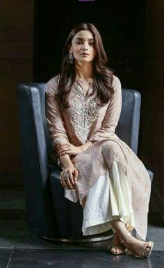 Best Collection Images of Alia Bhatt, childhood images of alia bhatt in kuch kuch hota hai, nude images of alia bhatt, sexy images of alia bhatt, hot images Indian Look, Dress Indian Style, Indian Dresses, Ethnic Outfits, Indian Outfits, Bollywood Celebrities, Bollywood Fashion, Bollywood Actress, Indian Attire