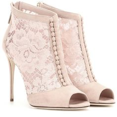 Dolce & Gabbana Lace Peep-Toe Ankle Boots (16.770.395 IDR) ❤ liked on Polyvore featuring shoes, boots, ankle booties, pink, short boots, lace peep toe bootie, peep toe bootie, lace-up booties and peep-toe booties
