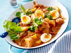Unser beliebtes Rezept für Gemüsecurry mit wachsweichen Eiern und mehr als 55.000 weitere kostenlose Rezepte auf LECKER.de.