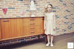 www.kaacouture.com kaa couture créatrice robe de mariée à lyon - robe de cortège - demoiselle d'honneur - enfant d'honneur credit: eulalie varenne mise en beauté: beauty art coiffure lieu: la barbe à papa