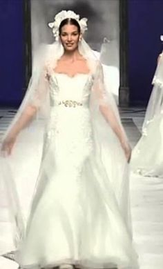 St Patrick Hali: buy this dress for a fraction of the salon price on PreOwnedWeddingDresses.com