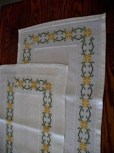 This Pin was discovered by Son Cross Stitch Borders, Cross Stitch Designs, Cross Stitch Patterns, Cross Stitch Embroidery, Hand Embroidery, Crochet Bedspread, Blackwork, Diy And Crafts, Quilts