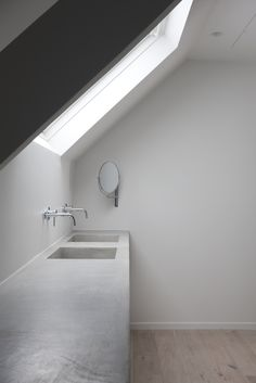Bathroom Remodeling Ideas - Browse bathroom designs and decorating ideas. Discover inspiration for your bathroom remodel, including colors, storage, layouts and organization. Bathroom Sink Decor, Loft Bathroom, Concrete Bathroom, Bathroom Interior Design, Bathroom Flooring, Interior Design Living Room, Small Bathroom, Bathroom Shelves, Washroom