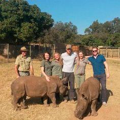 El príncipe Harry estrena barba en su viaje por África