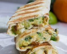 Esse burrito low carb usa a receita de tortilla low carb para fazer uma deliciosa versão do clássico mexicano. Só com Comida de Verdade, claro!