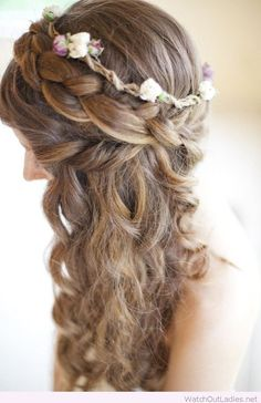 Curly hairstyle for PROM <3 Shine and stand out with this amazing look! Try now!