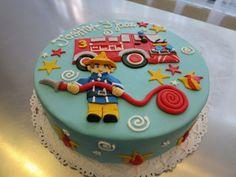 Gâteau Sam le pompier allumant bougie pour l'année qui s'éteint