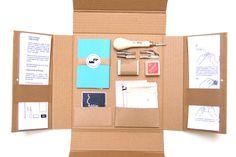 Con este DIY-Kit podrás aprender técnicas básicas de estampación artesanal. En este primer nivel te proponemos realizar diferentes prácticas con 2 tipos de superficie (plancha de vinilo y goma)...                                                                                                                                                                                 Más