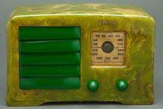 "Green Catalin 1938 Emerson ""Little Miracle"" Art Deco Radio. Vintage Wood, Vintage Items, Emerson Radio, Nostalgia Art, Retro Radios, Transistor Radio, Art Deco Furniture, Art Nouveau, Clocks"