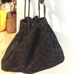 Gucci suede shoulder bag Authenthic gucci shoukder purse. Excellent conditions. Include dust bag. Dark chocolate color. Gucci Bags Shoulder Bags