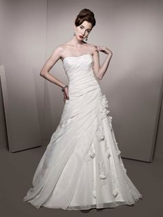 Pretty sleeveless A-line floor-length wedding dress