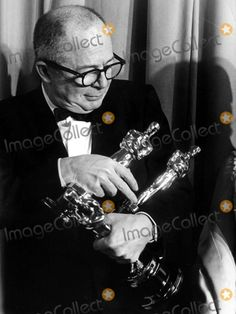 Billy Wilder with the three Oscars he won at the Academy Awards for writing, directing and producing The Apartment. April Here's Wilder the day after with all of his Oscars. Old Hollywood Movies, Vintage Hollywood, Classic Hollywood, Hollywood Images, Hollywood Icons, Academy Award Winners, Oscar Winners, Academy Awards, Best Director