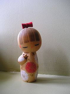 Big Japanese wooden kokeshi doll by Takeda Masashi called 'Nobana' (The Wild Flower) Momiji Doll, Kokeshi Dolls, Cute Japanese, Japanese Art, Wood Peg Dolls, Art Asiatique, Asian Doll, Wooden Pegs, Cold Porcelain