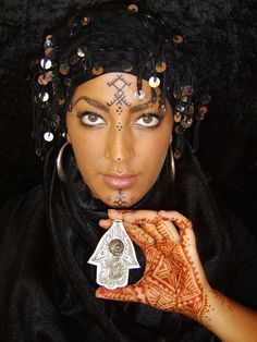 Africa | 'I put a spell on you' | Photography and Henna work © Fatima Zohra