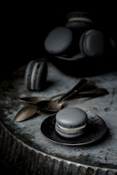 12 ways to use charcoal in your recipes, like Vegetable Charcoal Black Macaron.