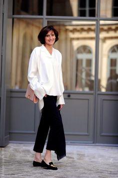Blanc sur noir tout en fluidité avec Ines de la Fressange #chicbnw