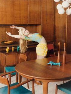 El corto de Hedi Slimane para Saint Laurent, los vestidos babydoll, el hula hop y la danza