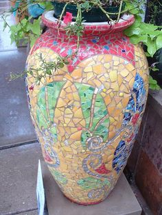 Crystal Vase, originally uploaded by jeremiah_owyang. Mosiac Vase, originally uploaded by jeremiah_owyang. Now how's that for eye candy? Mosaic Planters, Mosaic Garden Art, Mosaic Vase, Mosaic Flower Pots, Mosaic Diy, Mosaic Crafts, Mosaic Projects, Pebble Mosaic, Garden Planters