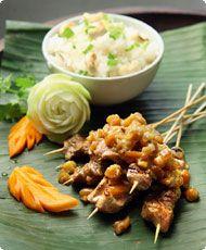 Satay-lihavartaat Mashed Potatoes, Ethnic Recipes, Food, Egg, Whipped Potatoes, Essen, Yemek, Smash Potatoes, Meals