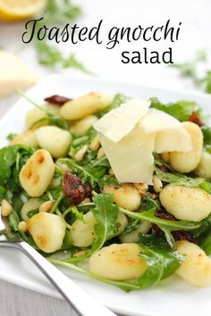 Toasted gnocchi salad with pine nuts and sun-dried tomatoes. Daniel Fast friendly with whole wheat gnocchi, omit butter and parmesan. Vegetarian Recipes Easy, Healthy Salad Recipes, Veggie Recipes, Vegetarian Food, Vegan Food, Gnocchi Recipes, Pasta Recipes, Cooking Recipes, Gnocchi Salad Recipe