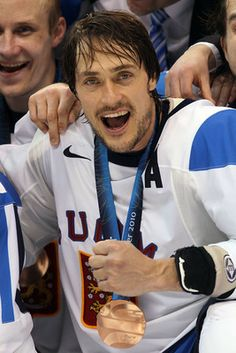 Twelve countries will compete for the gold medal in men's ice hockey at the 2014 Sochi Winter Olympics . Group A features host country Russia, Slovenia, Slovakia and the United States. Ducks Hockey, Hockey Baby, Ice Hockey Teams, Hockey Boards, Hockey Room, Anaheim Ducks, Olympic Games, Olympic Hockey, Winter Olympics