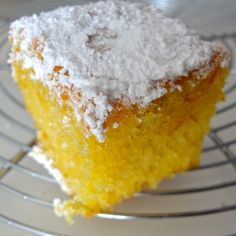 s fondants au citron et Limoncello Tzatziki, Macarons, Poke Cakes, Caramel Apples, Cornbread, Vanilla Cake, Biscuits, Food And Drink, Fruit