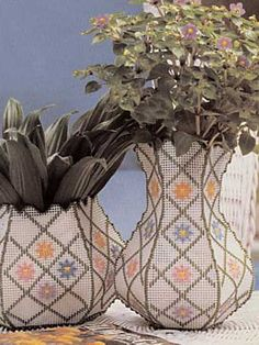 Vases  fee plastic canvas pattern of the day from freepatterns.com 8/3/13