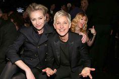 Kelly Clarkson behind Portia De Rossi and Ellen DeGeneres.