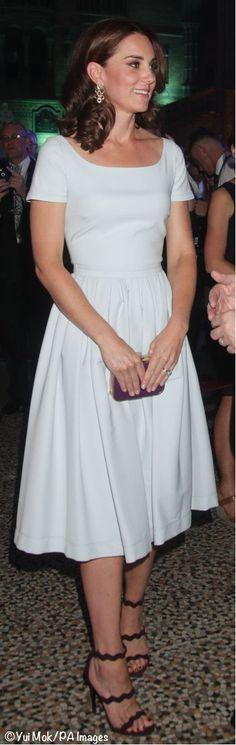 Kate Middleton Prince William, Prince William And Kate, George Et Charlotte, Diana, Princesa Kate Middleton, Kate Dress, Kate And Meghan, Royal Dresses, Kate Middleton Style
