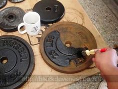Three steps to refinish rusted weight plates. Sand the dumbbell and barbell weight plates. Apply rust converter to the weight plates. Spray paint the dumbbell and barbell weight plates. Home Made Gym, Diy Home Gym, Home Gym Decor, Homemade Gym Equipment, Diy Gym Equipment, No Equipment Workout, Home Gym Garage, Basement Gym, Crossfit Garage Gym