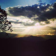 Bello amanecer en las montañas de Utuado