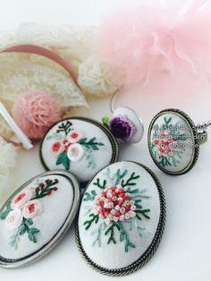 네이버 블로그: http://m.blog.naver.com/kiwis78 Instagram: janice_embroidery kakao talk: kiwis78 Copyright ⓒ Janice Lee, All rights reserved. 제니스리의 모든 자수는 저작권 보호를 받습니다. 이 디자인 저작물을 영리 목적으로 이용할 수 없습니다 제니스리의 프랑스자수 Janice's french embroidery ㅣㅣ #자수수업 #자수 #프랑스자수 #자수브로치 #건대입구자수 #광진구자수 #성수동자수 #강남자수 #needleart #핸드메이드 #embroidery #stitch #handembroidery #힐링 #서양자수 #needlework #embroideryart #플로리스트 #bordado #선물 #취미 #서양자수 #craft #입체자수 #handmade #weaving