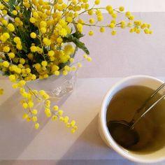 Tea time! C'est l'heure de la pause thé !  #flowmagazine#flow29jours#teatime#pausethe#the#mimosa#flowers#fleurs#tea