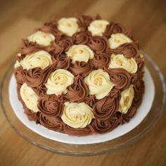 cakes in Manikonda | Midnight cake delivery in Hyderabad Mother Birthday Cake, 1st Birthday Cakes, Chocolate Cream Cake, Homemade Chocolate, Lemon Cake Bars, Birthday Cake Delivery, Fresh Cake, Mango Cake, New Year's Cake
