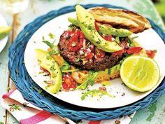 Recept på veganska mexikanska svartbönburgare med lime och koriander. Smakrika burgare som är ett självklart vegetariskt alternativ.