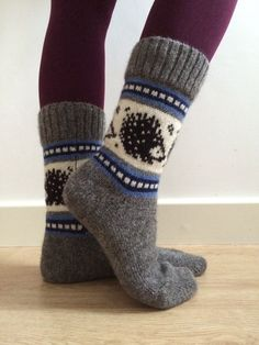 Perfect gift for the boys! 100% natural wool socks featuring hedgehogs and blue colourwork pattern.  Fits EU39-EU41.  100% wool  Machine knitted.