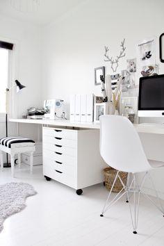 Wit bureau met losse ladekast