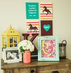 Don't let your horsey life stop at the stables! Bring the barn to your bedroom with this horseshoe frame craft.
