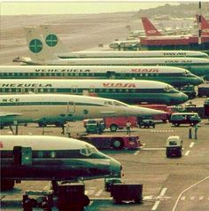 a long time ago... Viasa, Pam Am and Air France Concorde... vintage airport!
