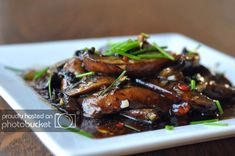 An easy side or appetizer; spicy and savory sauteed mushrooms! Mushroom Side Dishes, Vegetable Side Dishes, Side Recipes, Whole Food Recipes, Portobello Mushroom Recipes, Vegetarian Recipes, Healthy Recipes, Sauteed Mushrooms, Healthy Side Dishes
