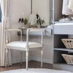 Letöltés - Fésülködő asztal szék-klasszikus stílusú — Stock Kép #67737205