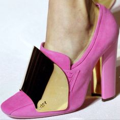 I am in desperate need of one these YSL shoes!!!!!