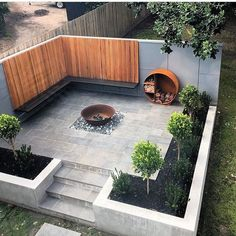 Outdoor Furniture & Decor Every garden deserves to be beautiful. You can easily redesign your outdoor space with beautiful garden decorations, classic and solar outdoor lighting, or stylish garden furniture. However, you should not forget the fire pit for Small Backyard Landscaping, Backyard Patio, Landscaping Ideas, Backyard Ideas, Pavers Patio, Small Patio, Concrete Patio, Patio Ideas, Mulch Landscaping