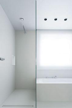 Bathroom in white by Studio Niels.